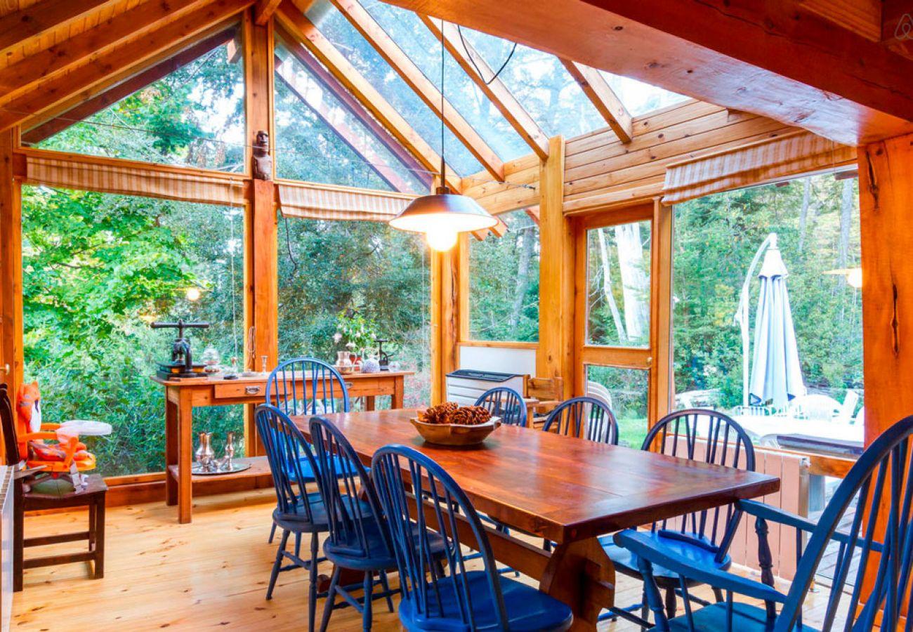 Comedor con hermosa vista BOG Río Bonito Villa La Angostura