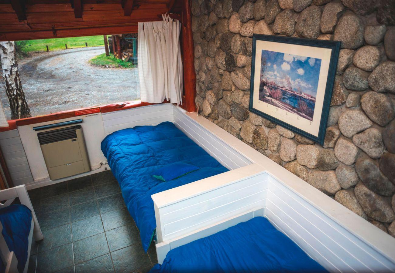 Comodas camas simples BOG Río Bonito Villa La Angostura