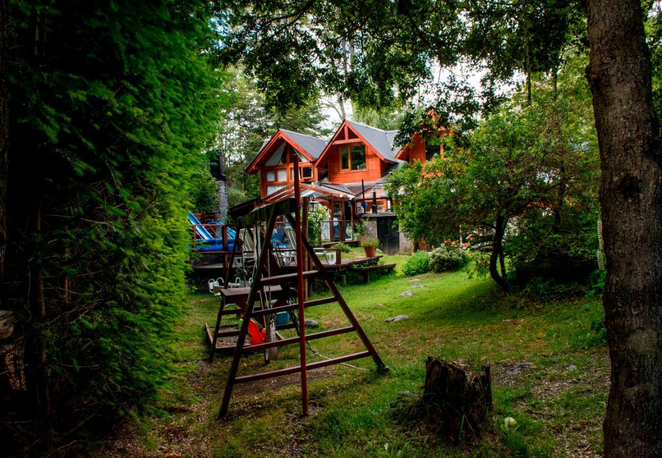 Fachada casa en el bosque BOG Río Bonito Villa La Angostura
