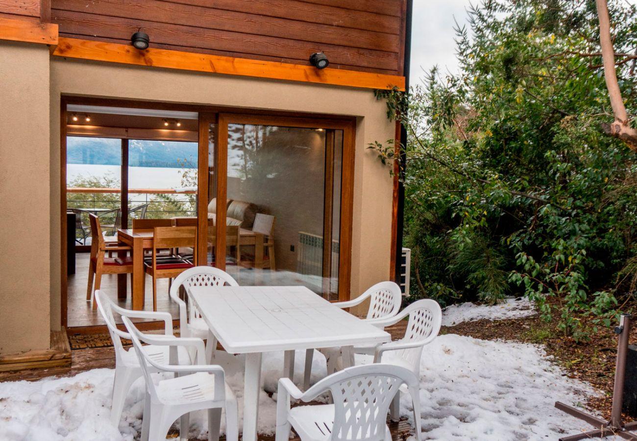 Terraza con parrilla BOG Atardeceres del Lago 7 Villa La Angostura