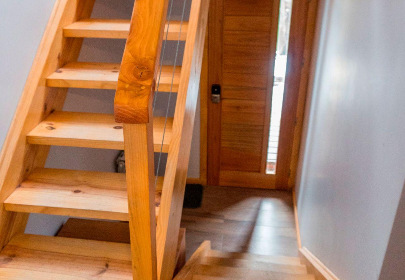 Escalera moderna BOG Atardeceres del Lago 7 Villa La Angostura