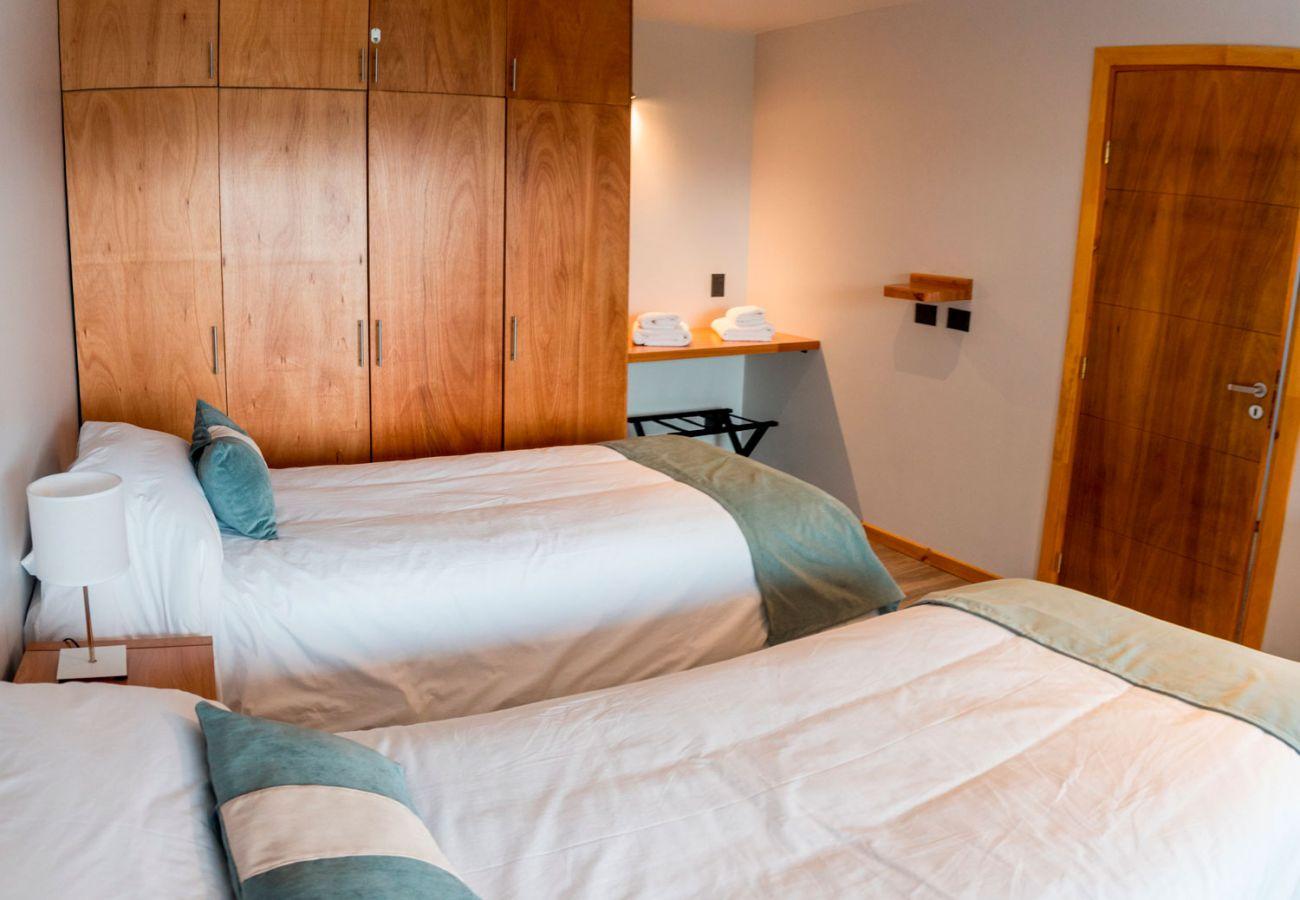 Dormitorio amueblado BOG Atardeceres del Lago 7 Villa La Angostura