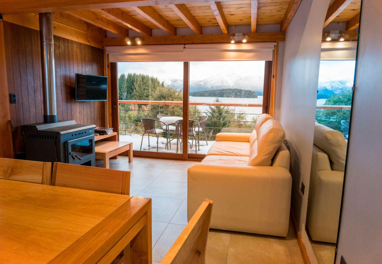 Salon con vista al lago  BOG Atardeceres del Lago 3 Villa La Angostura