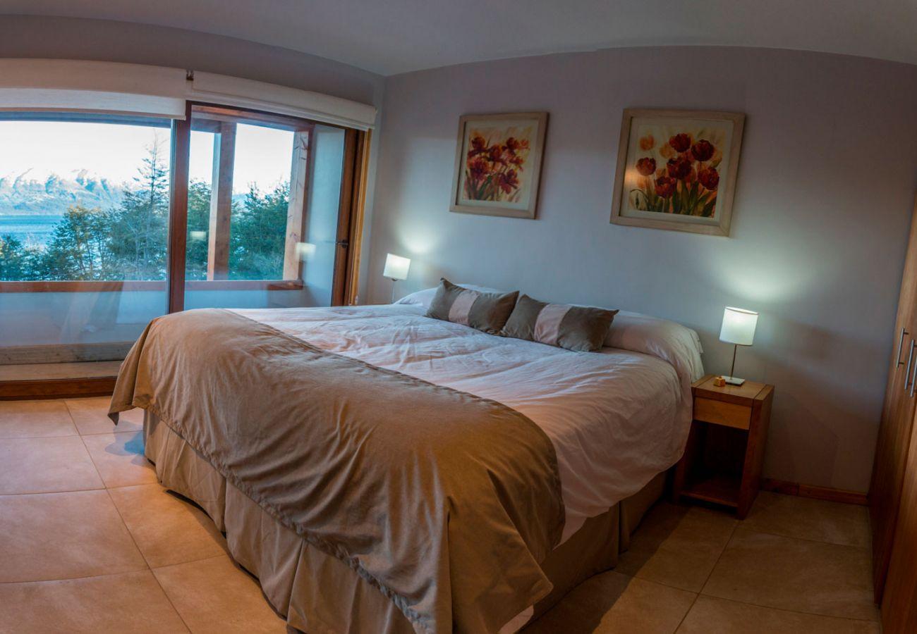 Cama doble con vista BOG Atardeceres del Lago 3 Villa La Angostura