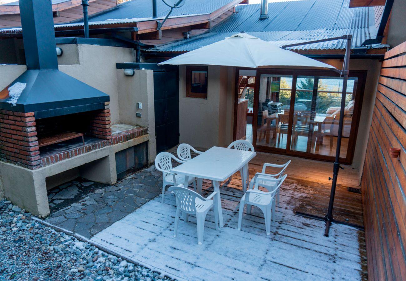 Parrilla en la terraza BOG Atardeceres del Lago 3 Villa La Angostura