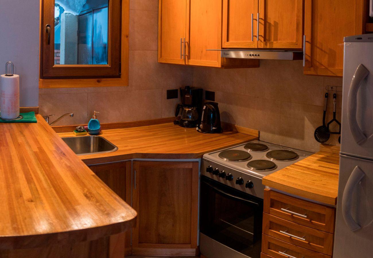 Calida cocina amueblada BOG Atardeceres del Lago 3 Villa La Angostura