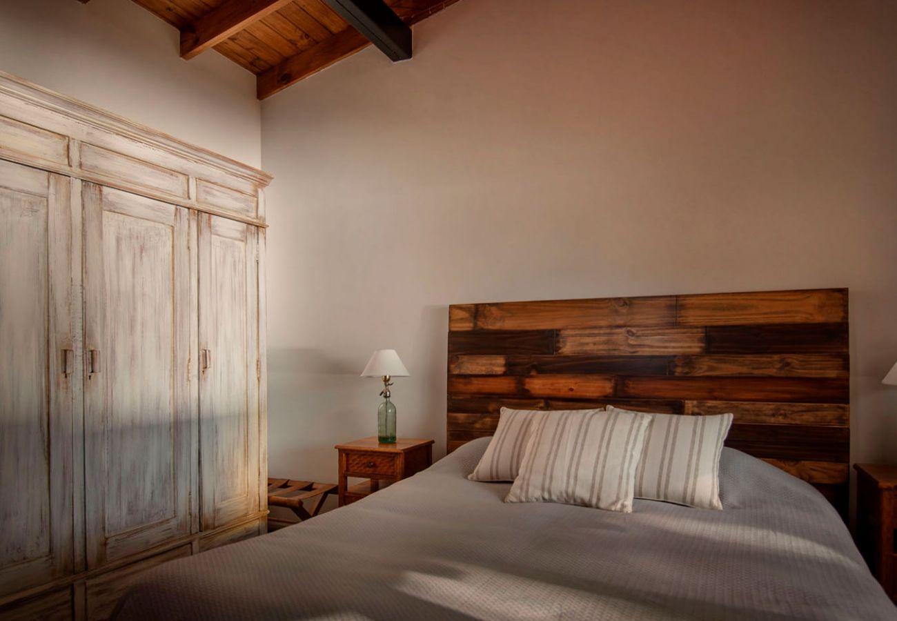 Hermoso dormitorio amueblado BOG Casa Tashi Villa La Angostura