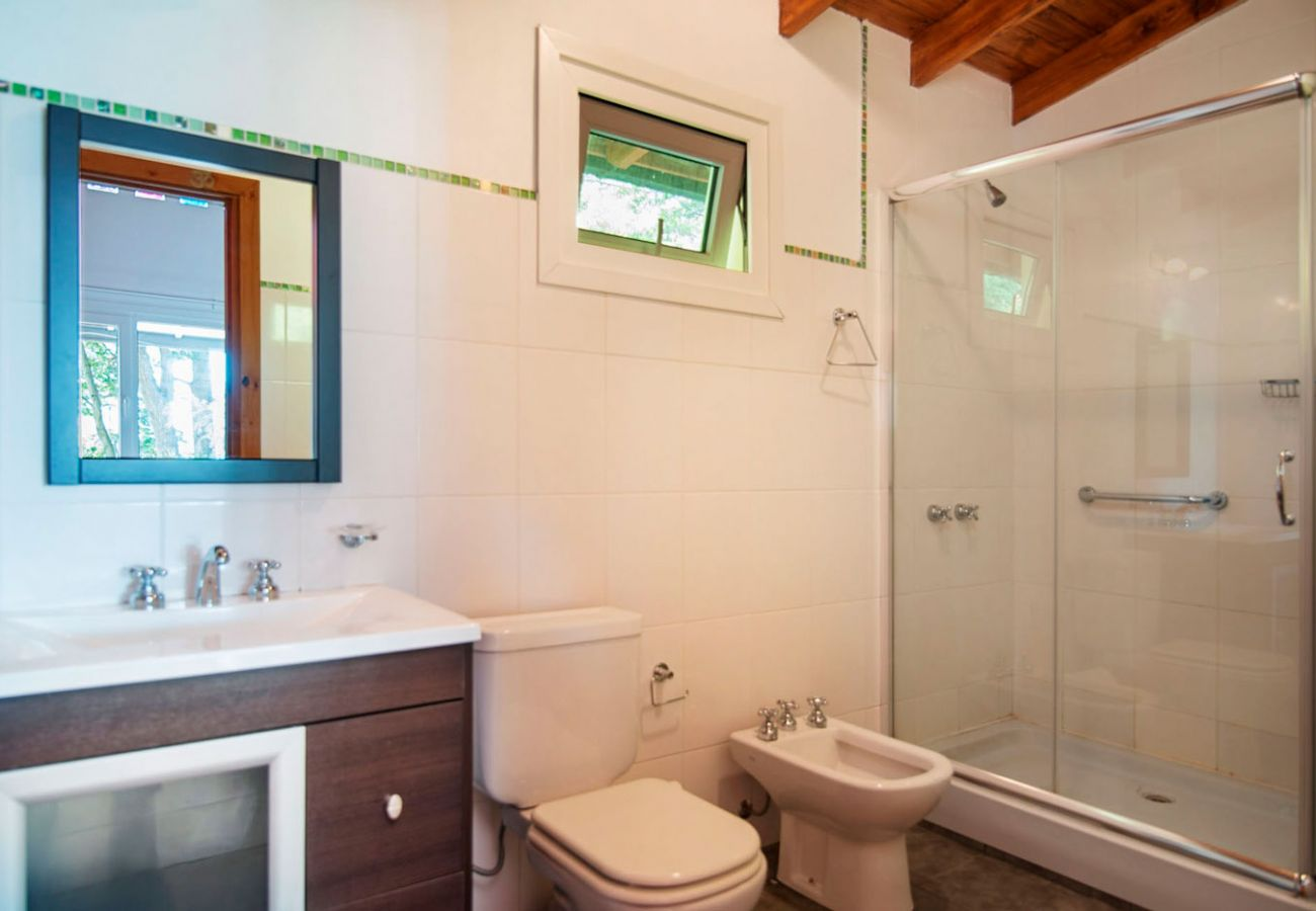 Hermoso baño equipado BOG Casa Tashi Villa La Angostura