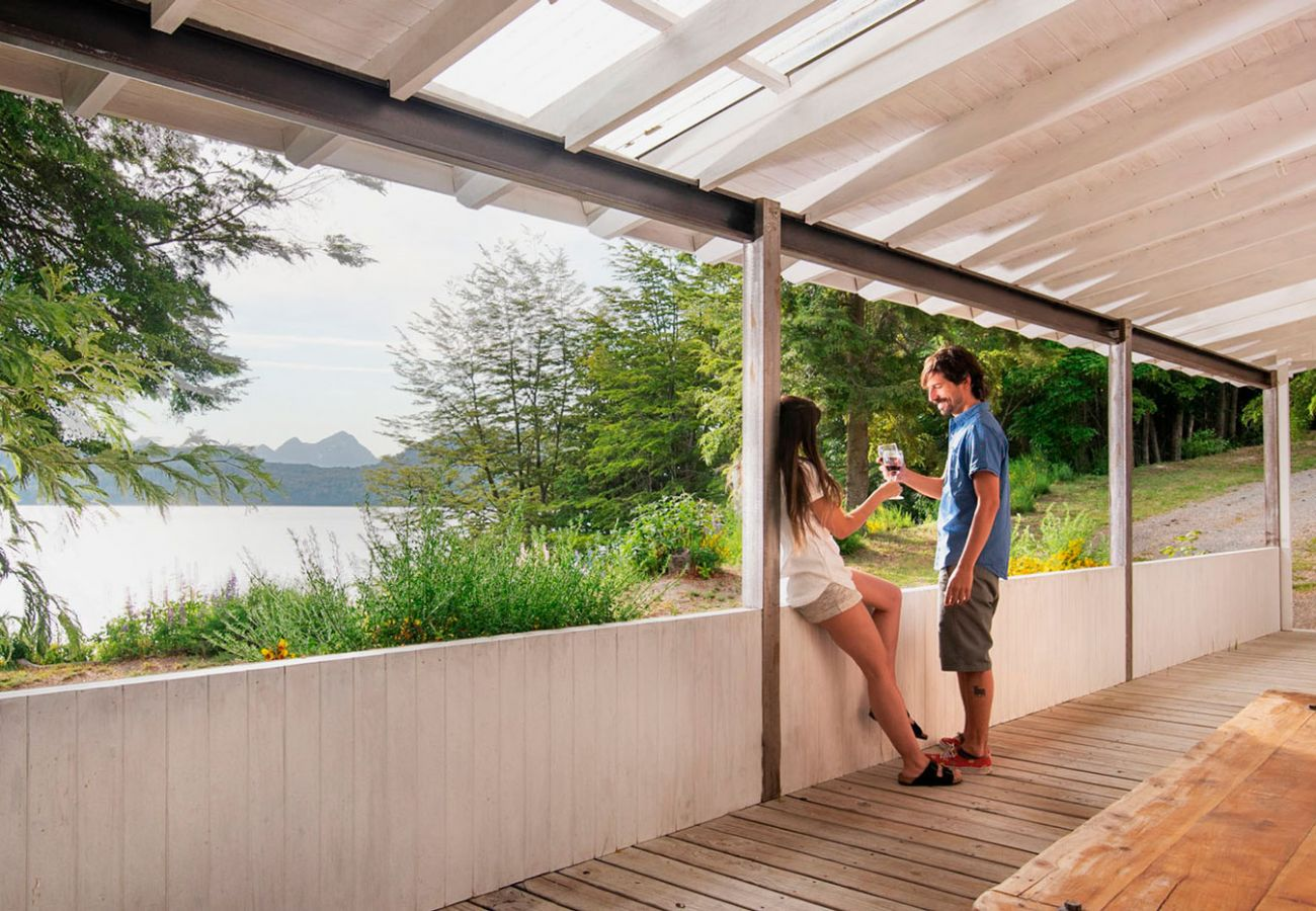 Vista al lago Nahuel Huapi BOG Casa Tashi Villa La Angostura