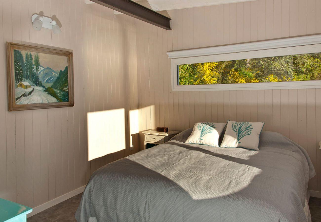 Calida cama doble BOG Casa del Río Villa La Angostura