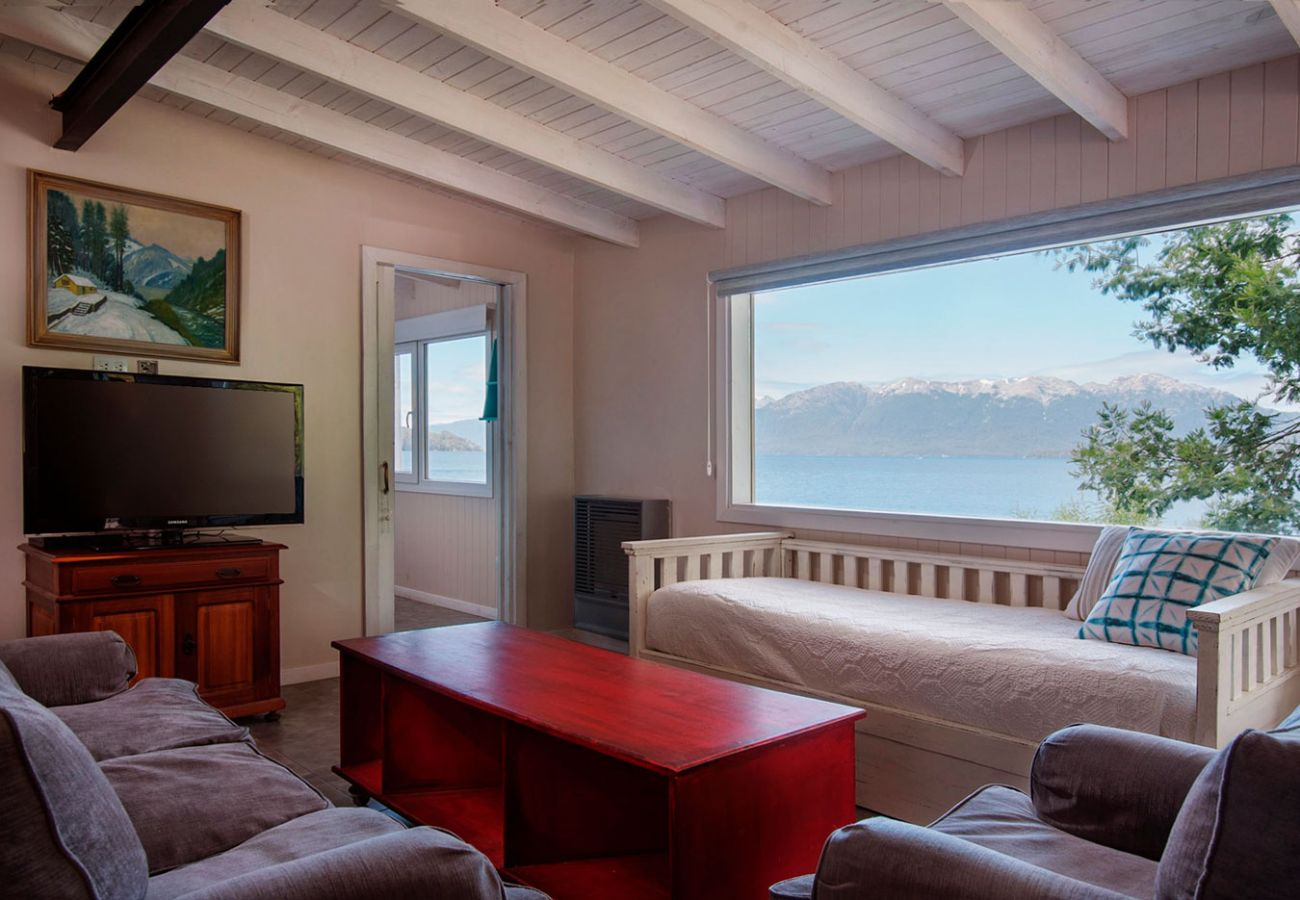 Comodo salon vista al lago BOG Casa del Río Villa La Angostura