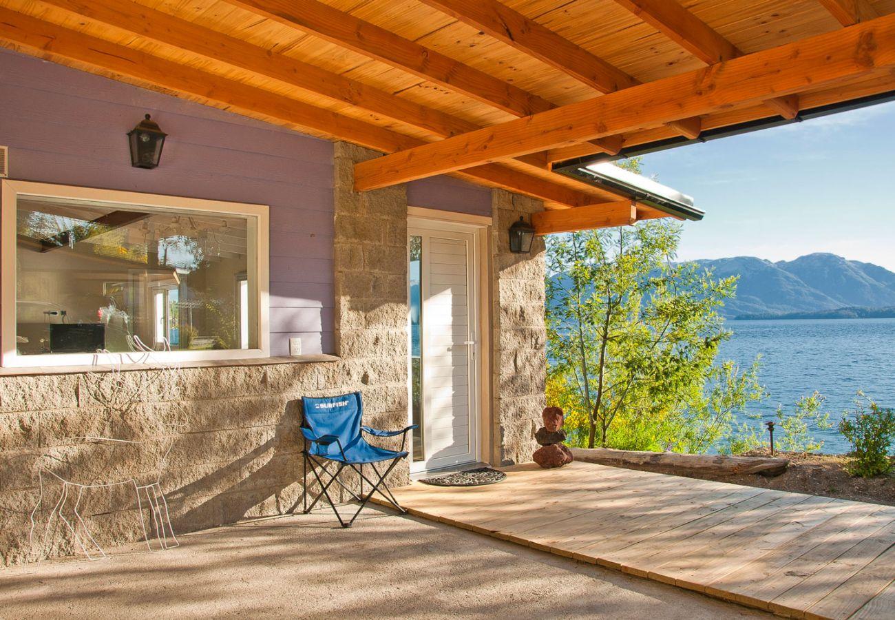 Ingreso a hermosa casa BOG Casa del Río Villa La Angostura