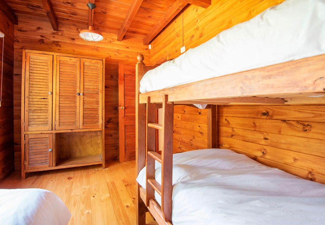 Dormitorio con cama cuchetas BOG Sulla Montagna Villa La Angostura