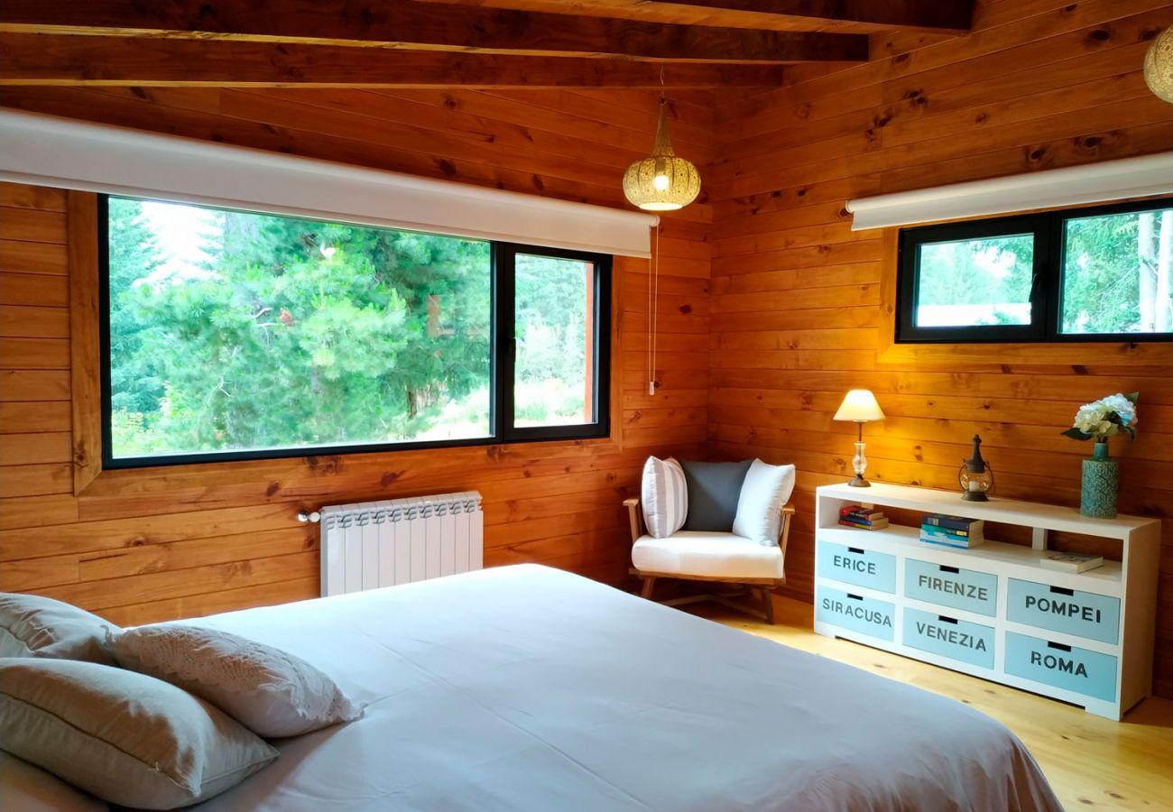 Hermoso dormitorio matrimonial BOG Sulla Montagna Villa La Angostura