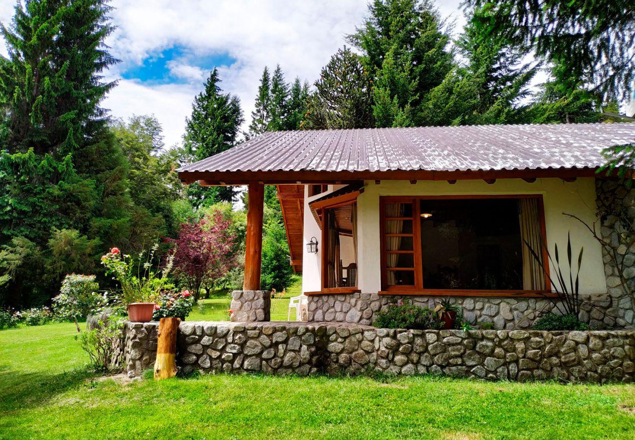 Jardin amplio BOG Pichi Ruca Villa La Angostura