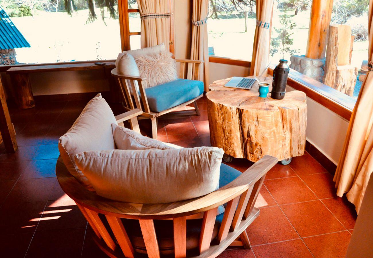 Agradable salon con ventanales BOG Pichi Ruca Villa La Angostura