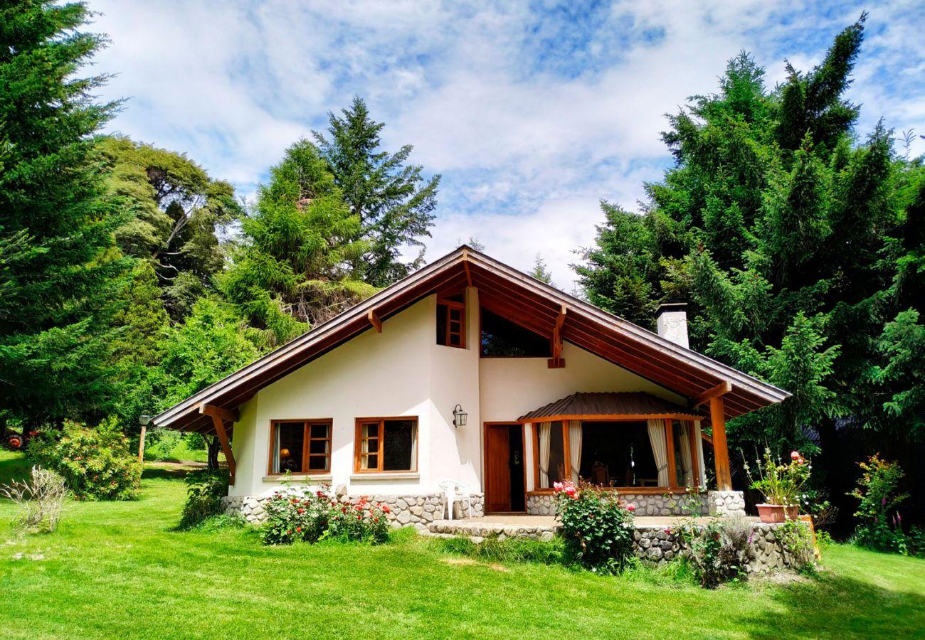 Casa rodeada de pinos BOG Pichi Ruca Villa La Angostura