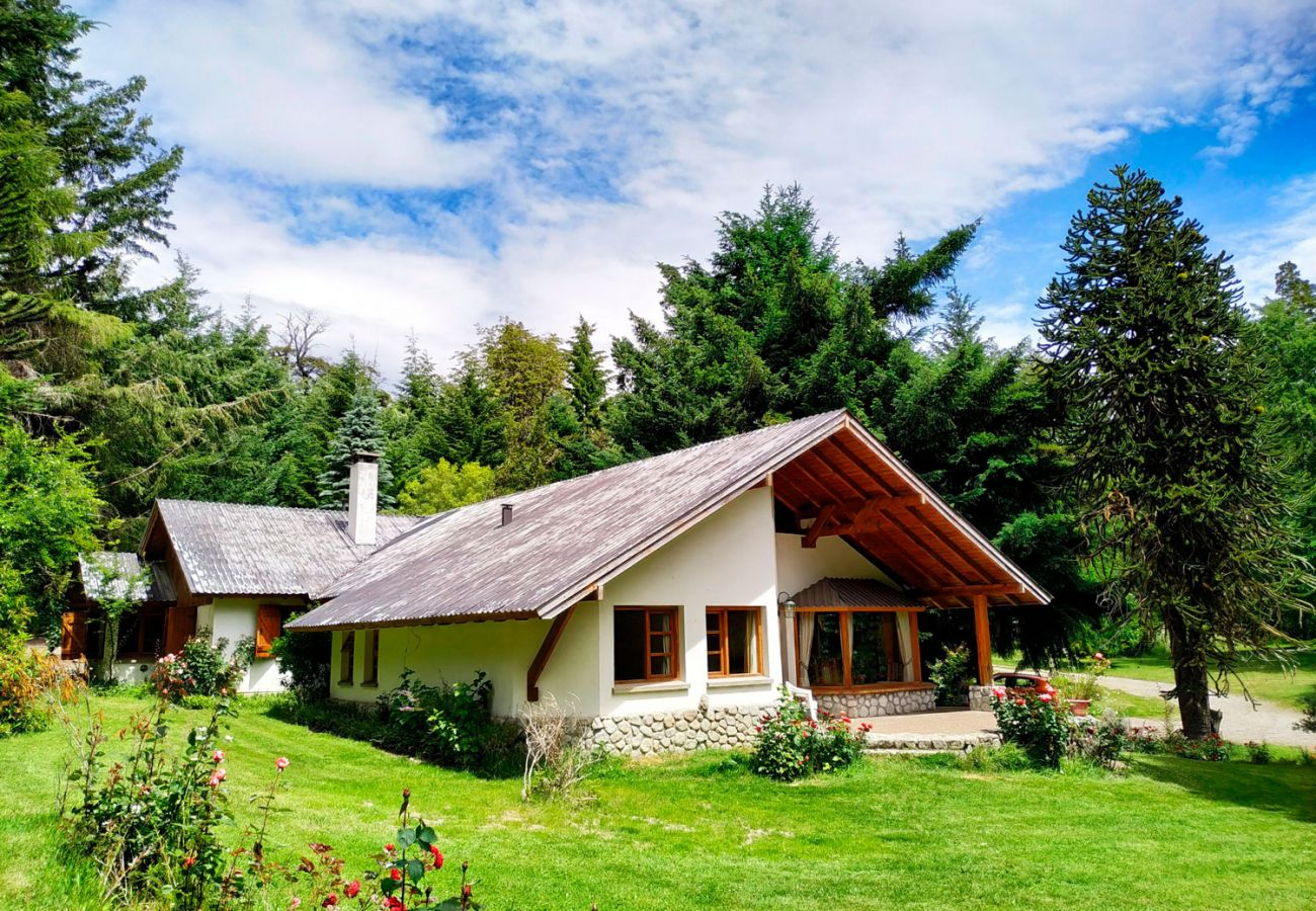 Casa rodeada de hectáreas  BOG Pichi Ruca Villa La Angostura
