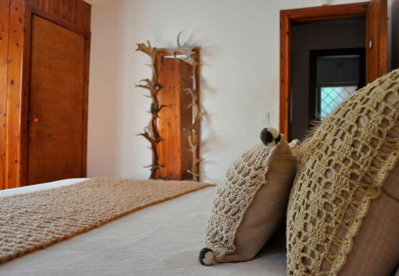 Dormitorio calido y rustico BOG Pichi Ruca Villa La Angostura