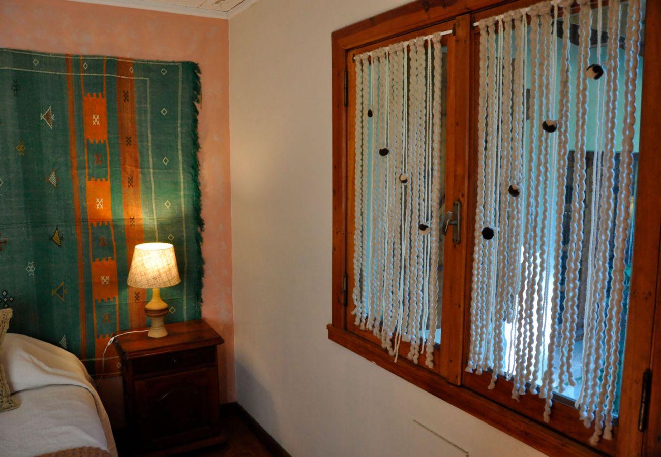 Dormitorio iluminado BOG Pichi Ruca Villa La Angostura