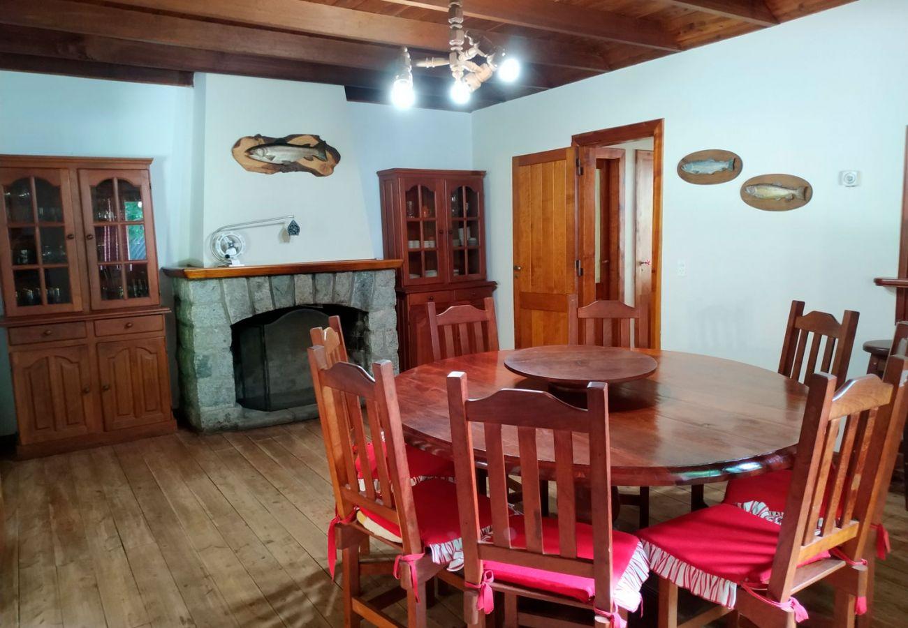 Cocina comedor BOG Pichi Ruca Villa La Angostura