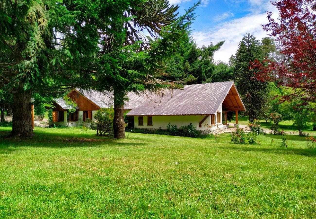 Casa con amplio jardin BOG Pichi Ruca Villa La Angostura