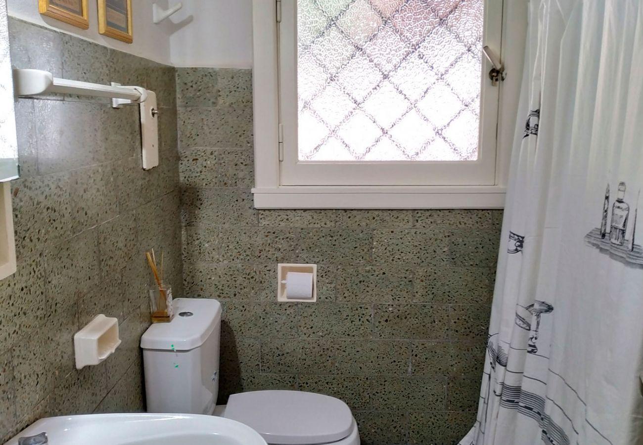 Baño completo iluminado BOG Pichi Ruca Villa La Angostura