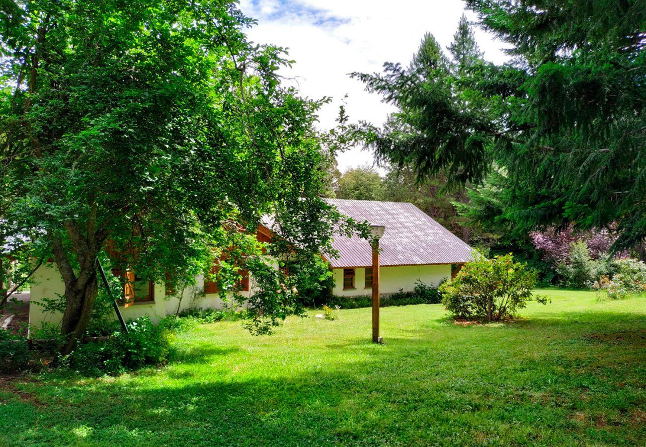 Casa rodeada de hectareas y pinos BOG Pichi Ruca Villa La Angostura