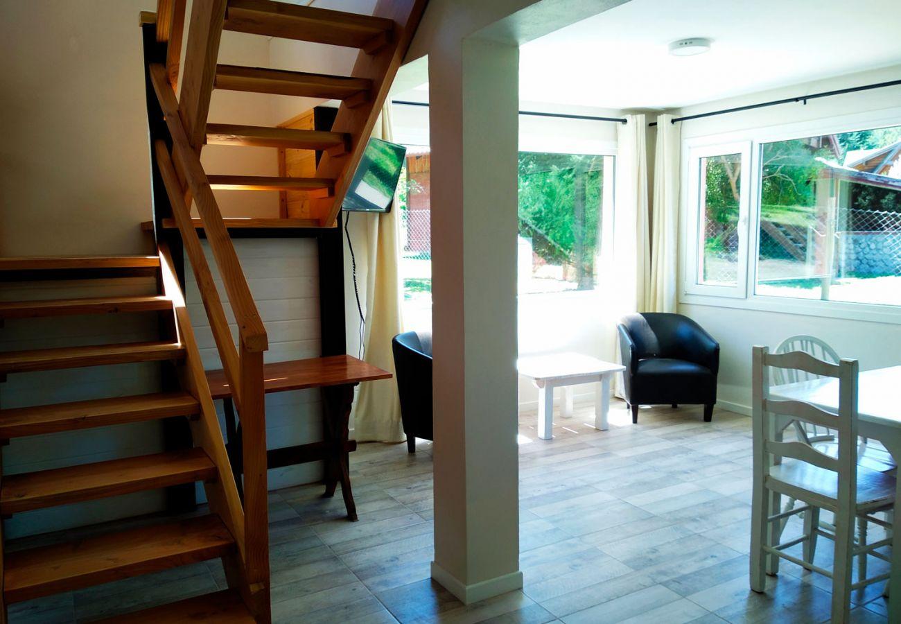 Escalera moderna de madera BOG Casa Rosada 2 Villa La Angostura