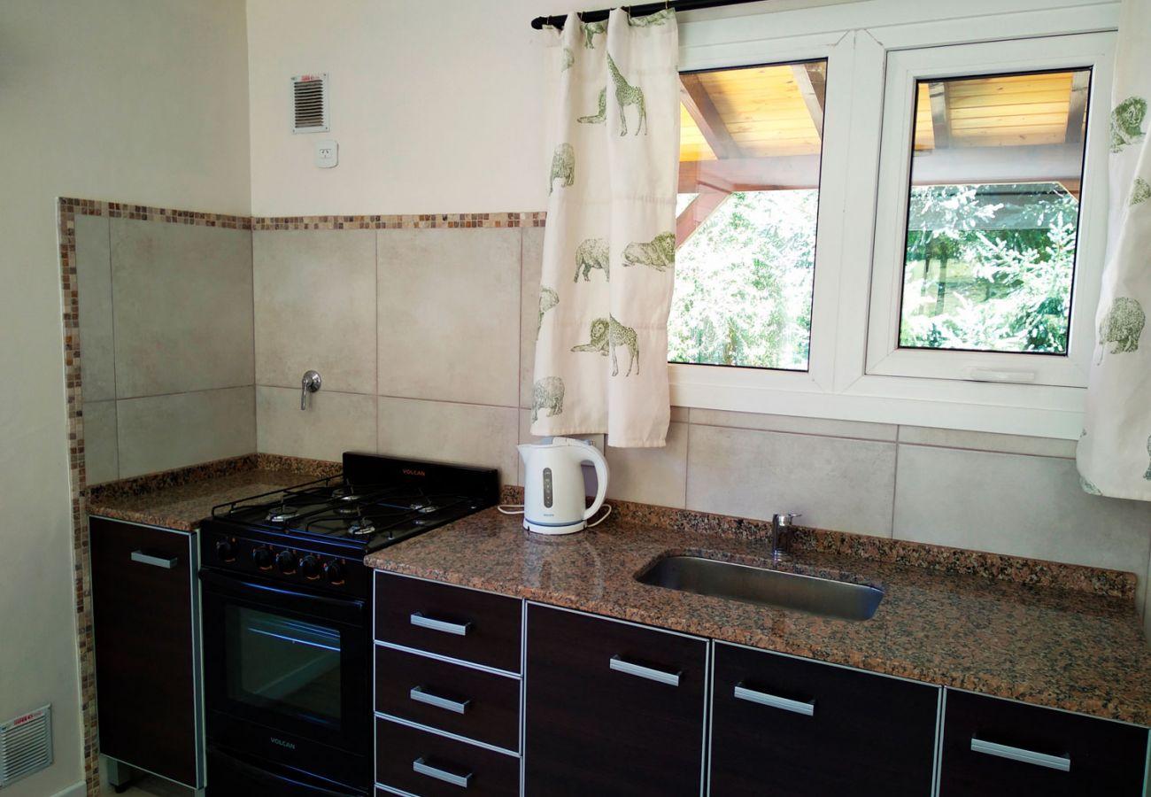 Cocina equipada BOG Casa Rosada 2 Villa La Angostura