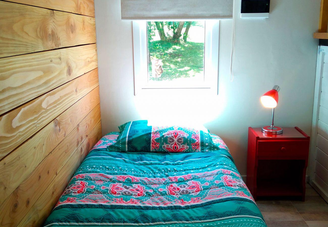 Dormitorio cama individual BOG Casa Rosada 2 Villa La Angostura