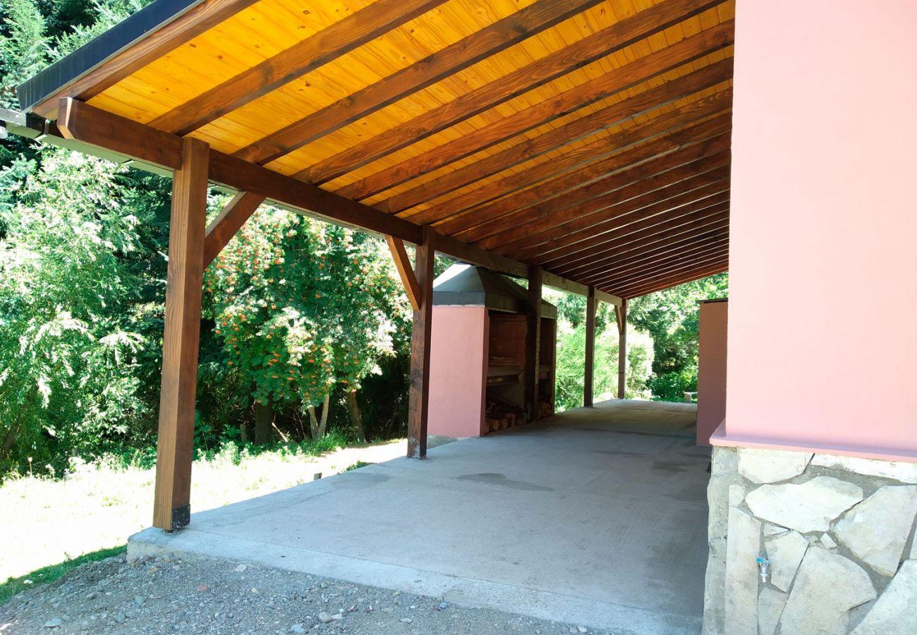Cochera techada BOG Casa Rosada 2 Villa La Angostura