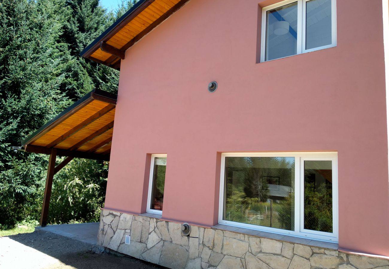 Hermosa casa amueblada BOG Casa Rosada 2 Villa La Angostura