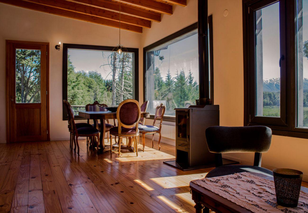 Desayunador con ventanales BOG Casa Soñada Villa La Angostura