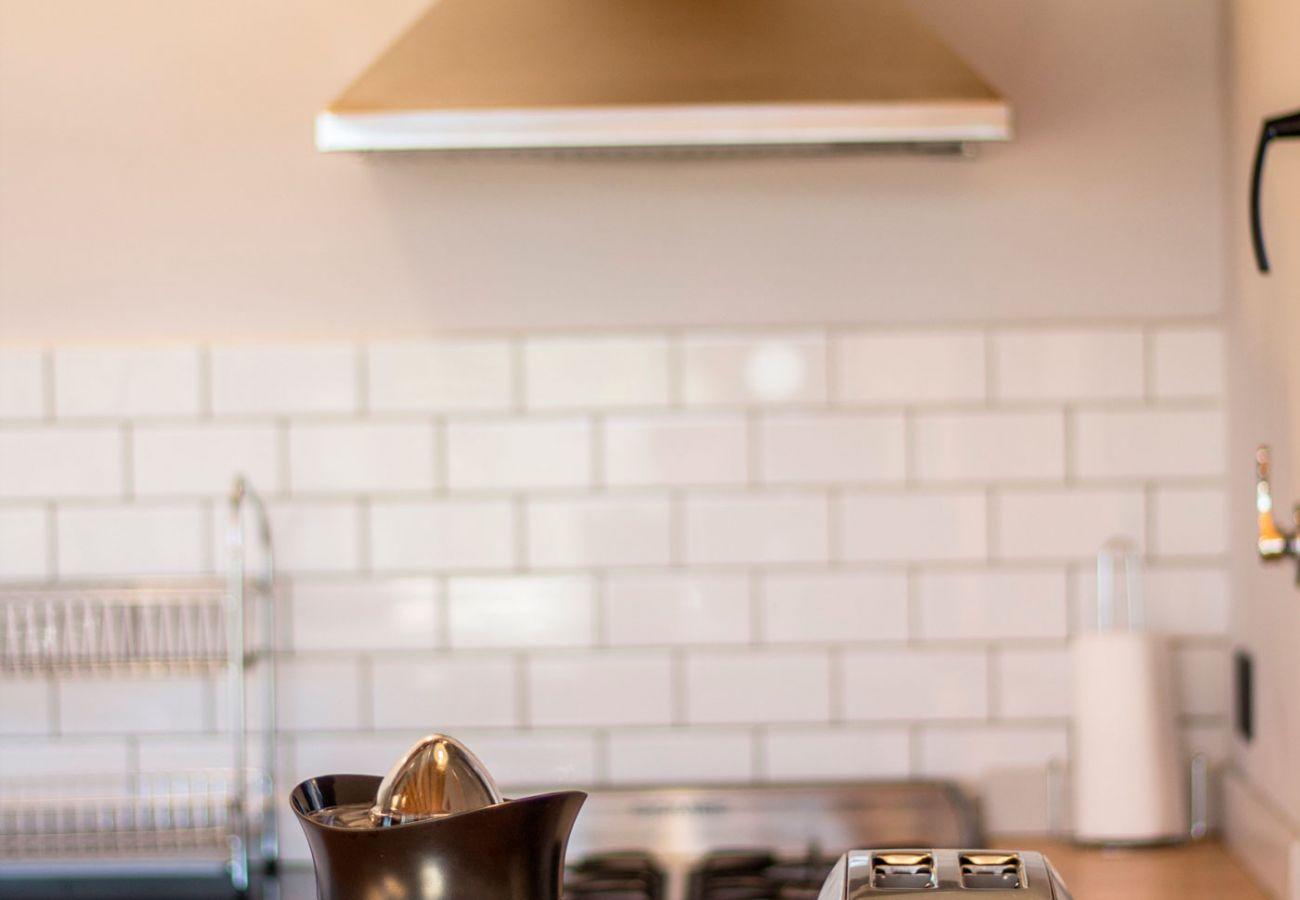 Cocina con electrodomesticos BOG Casa Soñada Villa La Angostura