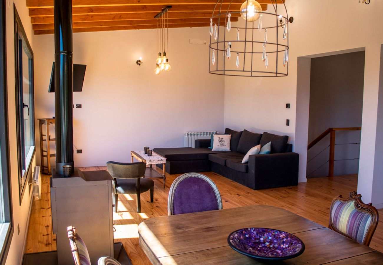 Comodo salon comedor BOG Casa Soñada Villa La Angostura