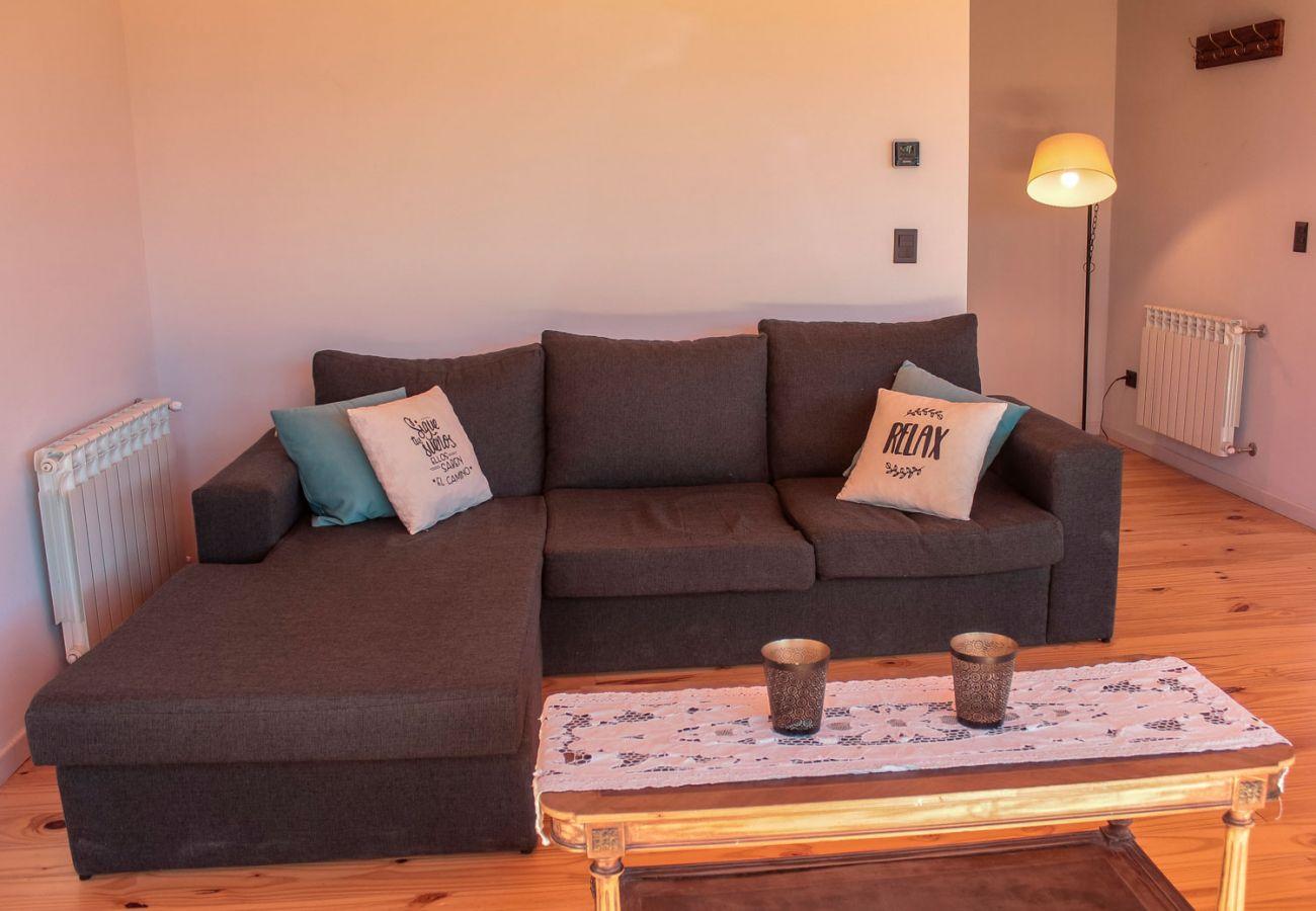 Living con sofa cama BOG Casa Soñada Villa La Angostura