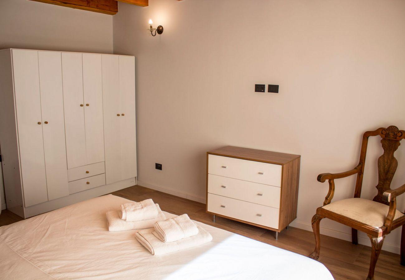 Dormitorio matrimonial amueblado BOG Casa Soñada Villa La Angostura