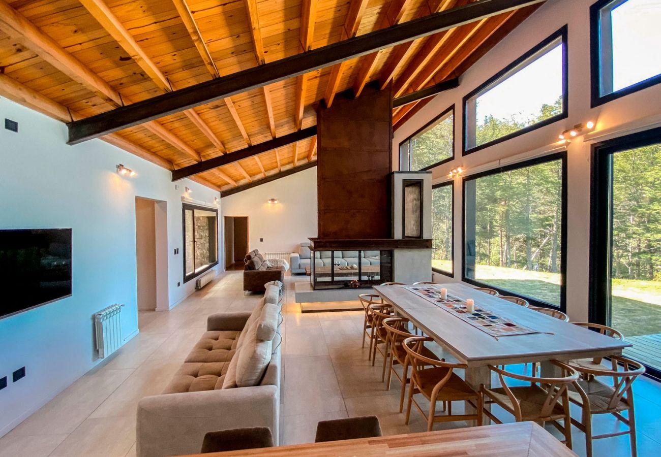 Confortante comedor BOG JPG Casa con vista al lago Villa La Angostura