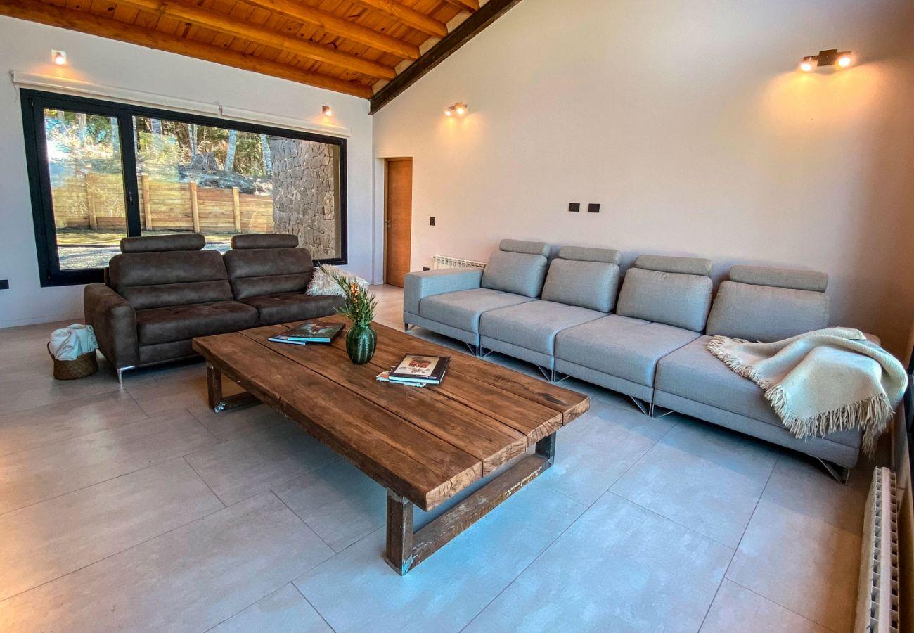 Comodo living BOG JPG Casa con vista al lago Villa La Angostura