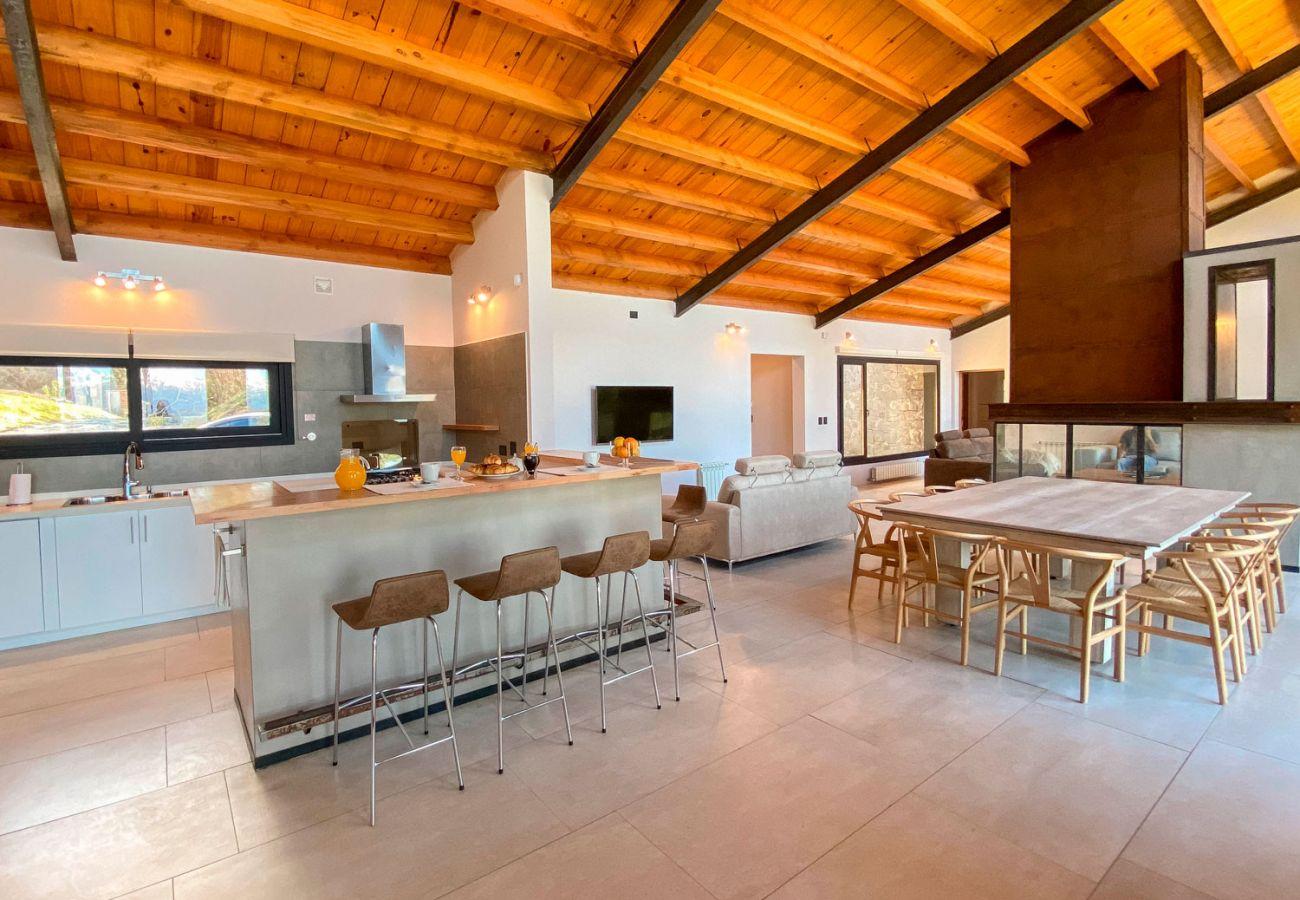 Cocina comedor BOG JPG Casa con vista al lago Villa La Angostura