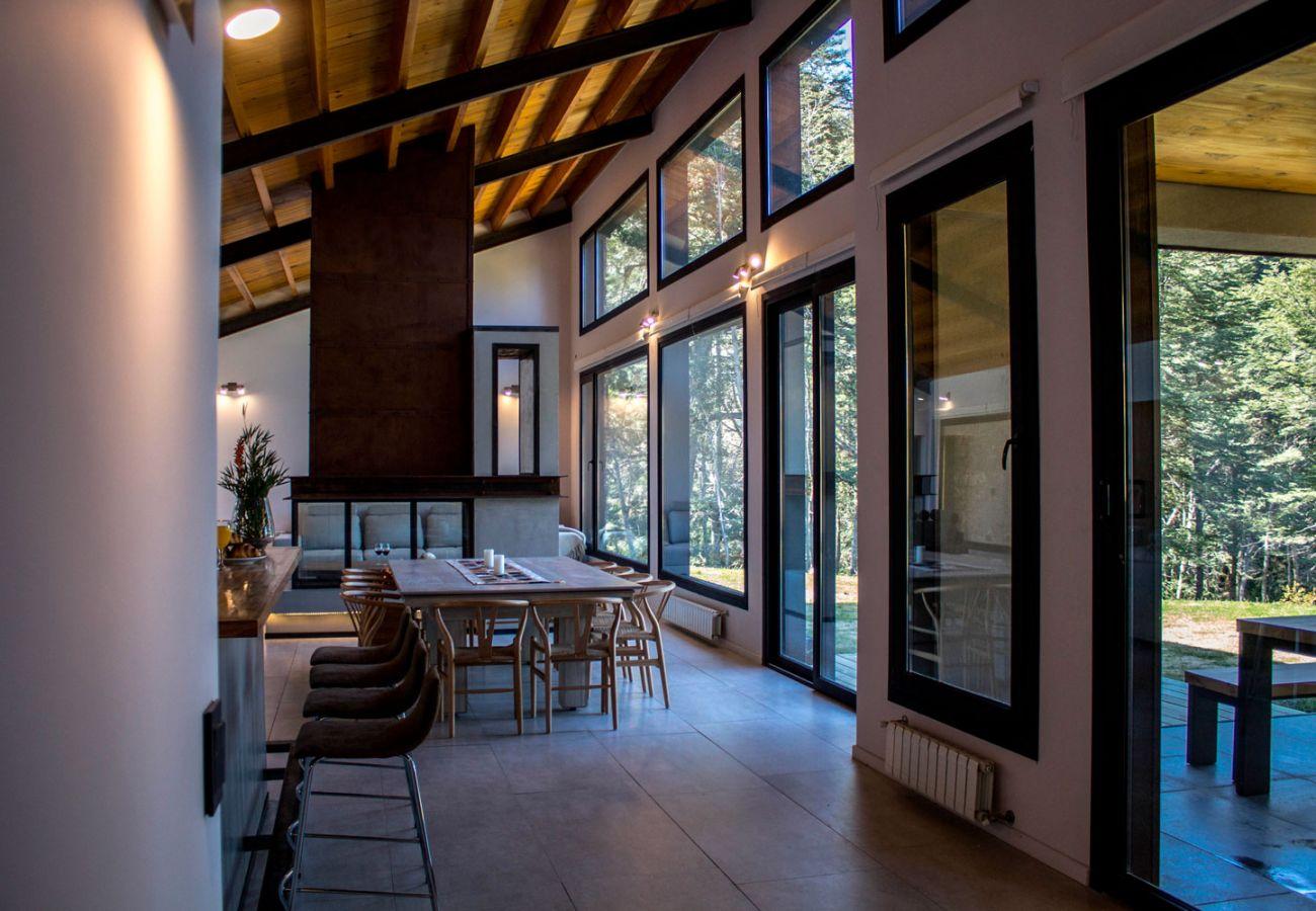 Hermosos ventanales BOG JPG Casa con vista al lago Villa La Angostura