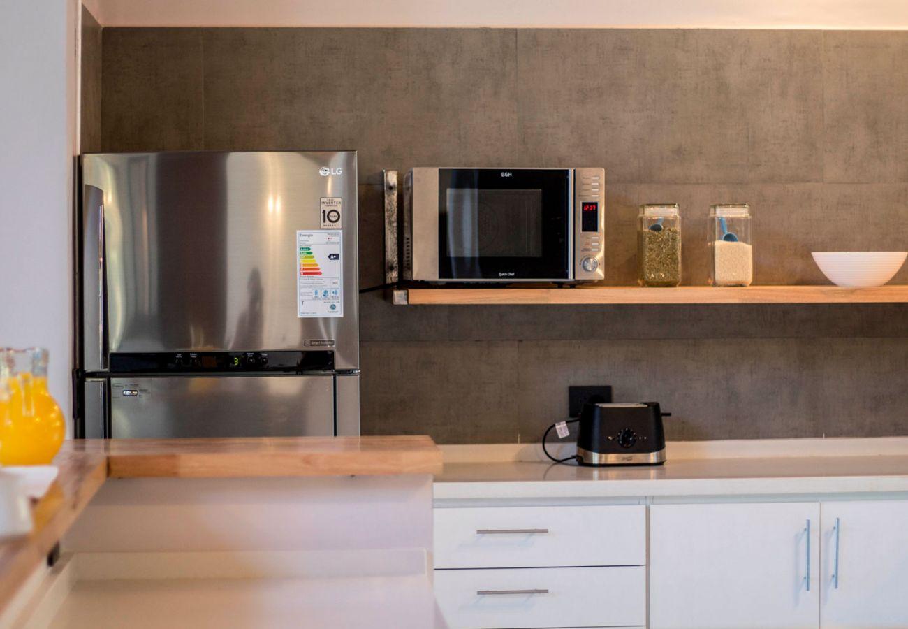 Calida cocina BOG JPG Casa con vista al lago Villa La Angostura