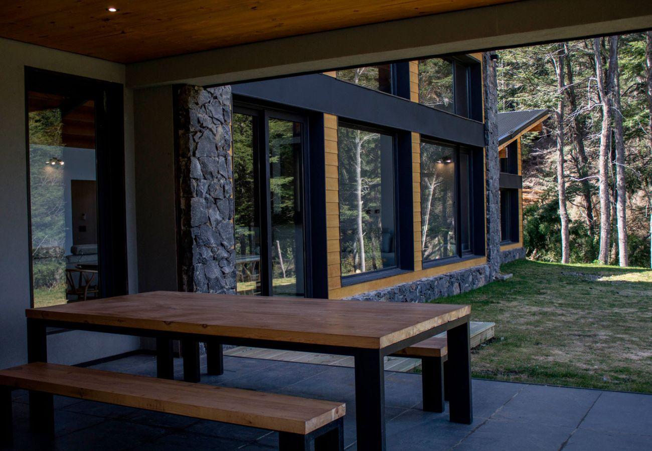 Juego de mesa jardin BOG JPG Casa con vista al lago Villa La Angostura