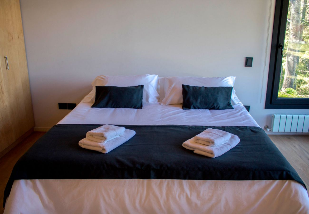 Comodo dormitorio BOG JPG Casa con vista al lago Villa La Angostura