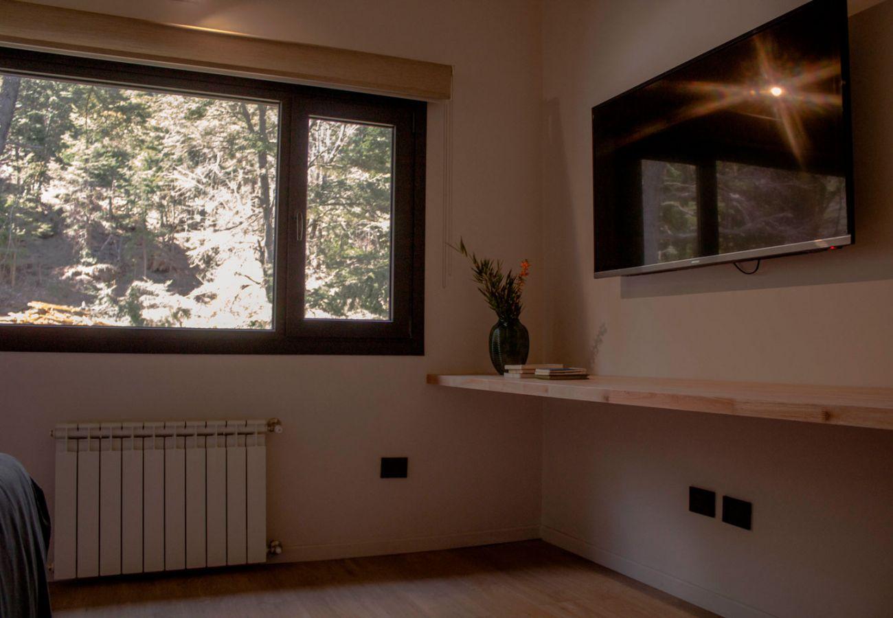 Ventanal dormitorio BOG JPG Casa con vista al lago Villa La Angostura