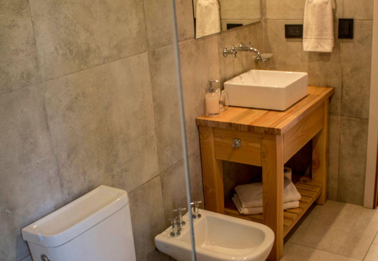 Baño 2 BOG JPG Casa con vista al lago Villa La Angostura