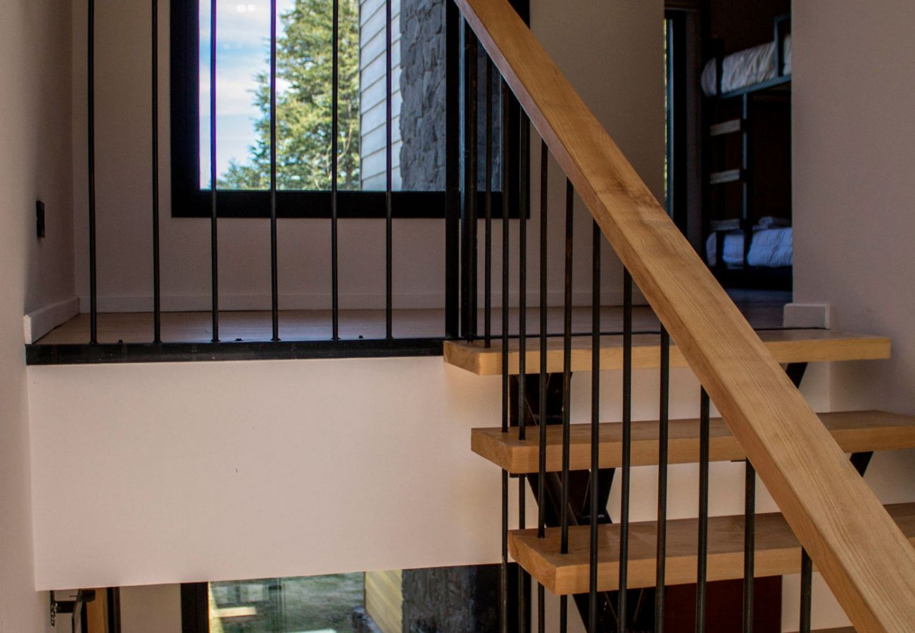 Detalles de escalera BOG JPG Casa con vista al lago Villa La Angostura