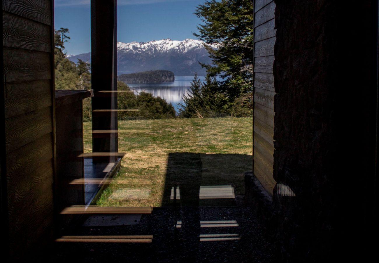 Ventanal con vista BOG JPG Casa con vista al lago Villa La Angostura