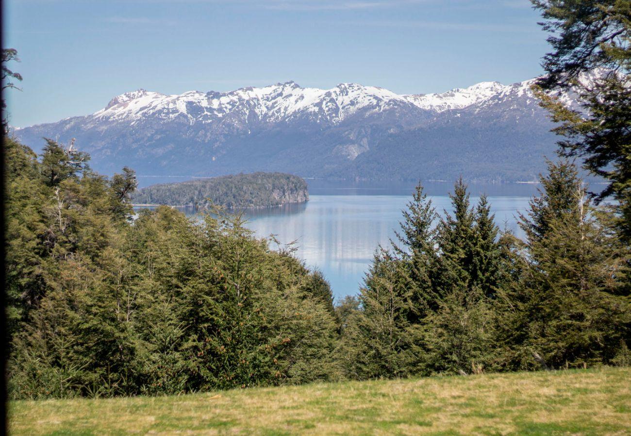 Patio con vista BOG JPG Casa con vista al lago Villa La Angostura